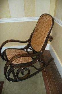 Rocking chair bois et vanerie cannée