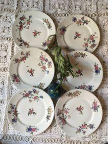 Six assiettes plates en porcelaine de Limoges.