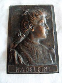 "Ancienne plaque bronze support bénitier ""madeleine"