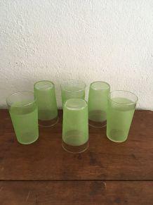Six verres à orangeade granités en vert des années 60.