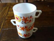 tasses arcopal motif fleurs