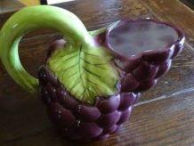 Pichet barbotine raisin