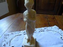 Statuette femme dénudée