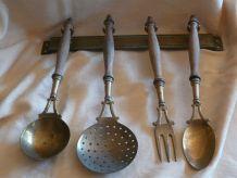 Ustensiles de cuisine en laiton ou cuivre et bois