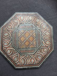 Dessous de plat en bois ciselé ethnique