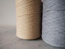 Bobines de laine avec socle en hêtre