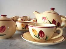 Service à thé 12 pièces, motif fleuri, décor vintage