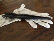Pince à gants noir en bois, initiale argent
