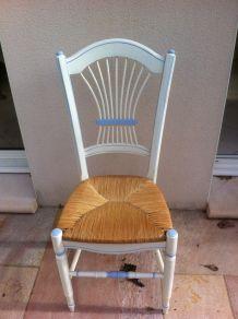 Chaise cérusée bleue