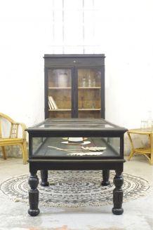 Ancienne vitrine de commerce Napoléon III