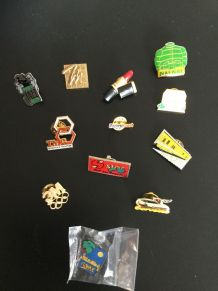 "Lot de 12 pins "" collection"" divers"
