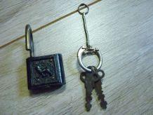 Ancien petit cadenas avec 2 clefs
