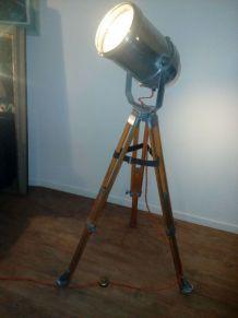 Trépied géomètre revisité en luminaires