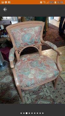 Beau fauteuil.bergere de style louis XV