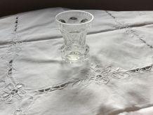Petit vase en cristal taillé