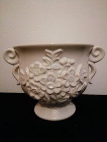 Pot blanc fleuri