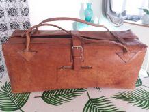 Grand sac en cuir artisanal vintage de Madagascar