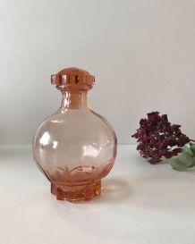 Carafe ancienne en verre rose