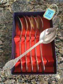 6 cuillères à dessert en métal argenté