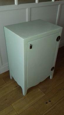 Petit meuble chinois rénové