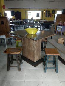 Table en bois de style vintage avec pied central. 100X 72