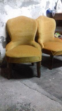Paire de fauteuils crapaud jaune ocre