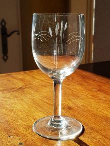 ensemble de verres à pieds gravés