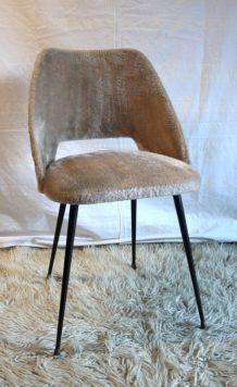 Chaise tonneau « moumoute » 60's