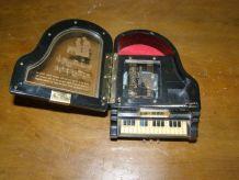 Piano boite à bijoux musicale, à remontoir mécanique