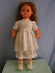 Ancienne poupée GéGé  Parle, chante et bouge  hauteur 60cm