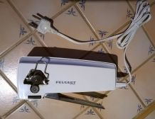 Ouvre-boîtes électrique PEUGEOT blanc années 1980