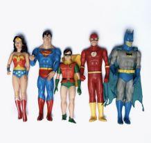 Figurines vintage de comics.