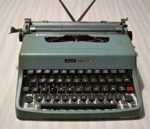 Machine à écrire portative OLIVETTI Lettera 32 des années 60