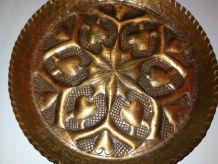 Rares Assiettes Vintage en cuivre Art grec motif coeurs