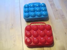 2 Boîtes pour 12 œufs en plastique bleu /rouge