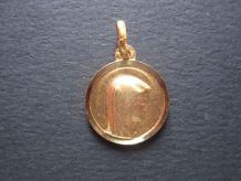 medaille pendetif  dorée Ste Vierge MARIE + Grotte LOURDES