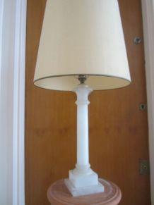 Pied de lampe en albâtre blanc