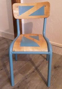 Chaise maternelle vintage