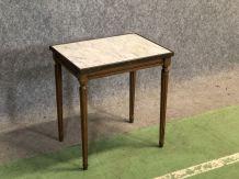 Table d'appoint de style Louis XVI en merisier et marbre