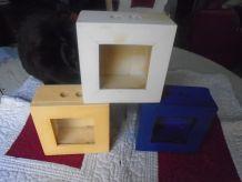 3  petites vitrines laquées