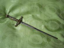 coupe papier en forme d'épée