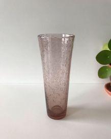 Vase rose en verre bullé signé Biot