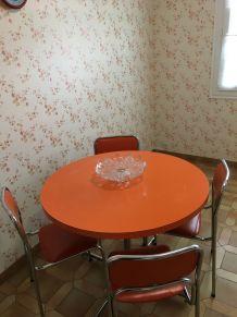 Table ronde Vintage années 70 Orange + 4 chaises