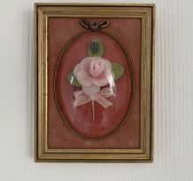 Cadre rose bombé