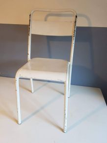 chaise vintage tout métal blanche dans son jus