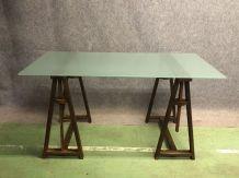 Table en verre et piétement tréteaux