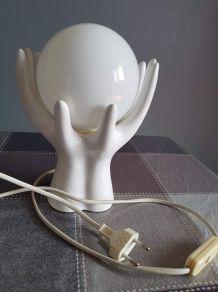 lampe vintage mains céramique blanche avec globe opaline