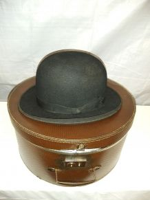 Chapeau ancien dans sa boite