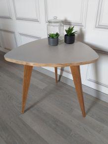 Table basse entièrement restaurée.