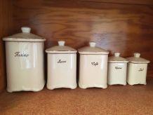 Série de pots à épices